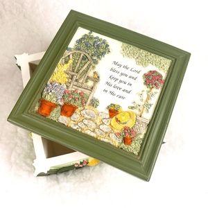 Lidded Keepsake Box by Kathy Seek